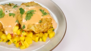 2 Chainz\'s Crab Cakes with Mango Salsa