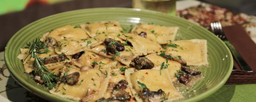 Cheese Ravioli with Garlic, Mushroom and Rosemary Sauce