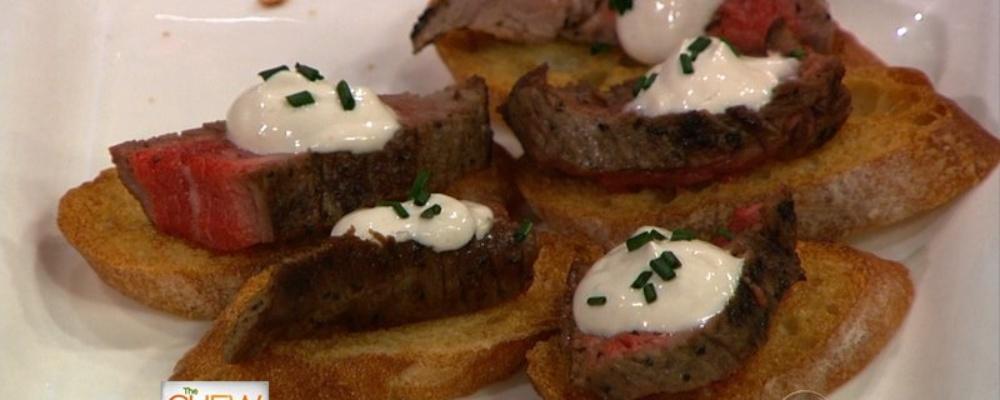 Clinton Kelly\'s Flank Steak Crostini with Horseradish Creme