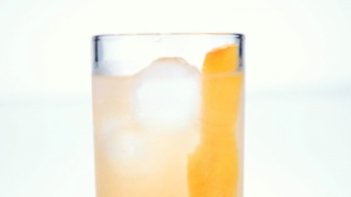 Clinton Kelly\'s Grapefruit Fennel Spritzer