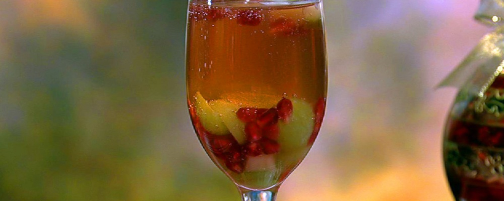 Clinton Kelly\'s Sparkling Pomegranate Punch