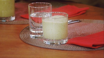 Daphne Oz\'s Chocolate Mint Chip Smoothie