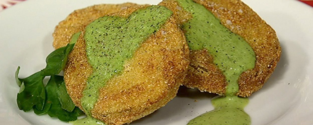 Fried Green Tomatoes with Buttermilk Dipping Sauce
