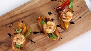 Laila Ali\'s Pepper and Shrimp Bruschetta