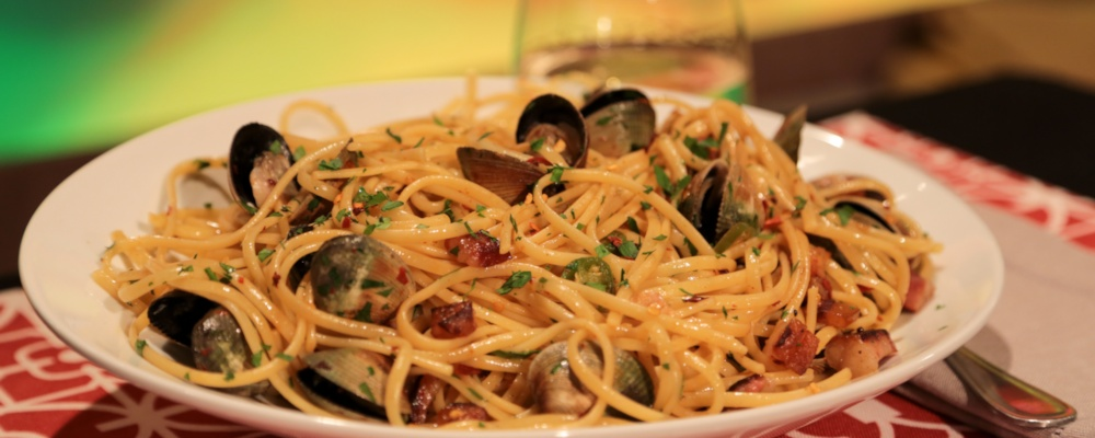 Linguine with Clams and Pancetta Recipe by Mario Batali and Michael ...
