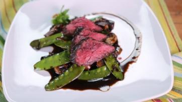 Marinated Steak with Mushrooms and Snow Peas