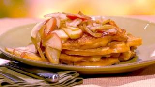 Mia Rogers\' Pumpkin Apple Pancakes