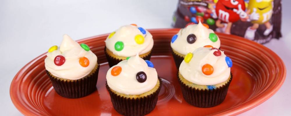 M&M\'s Cream Cheese Cupcakes
