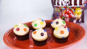 M&M\'s Cream Cheese Cupcakes
