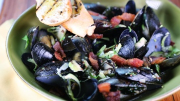 Mussels with White Wine & Garlic