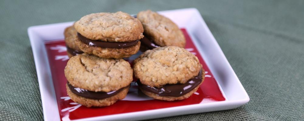 Peanut Butter Cookies with Chocolate-Hazelnut Spread ...