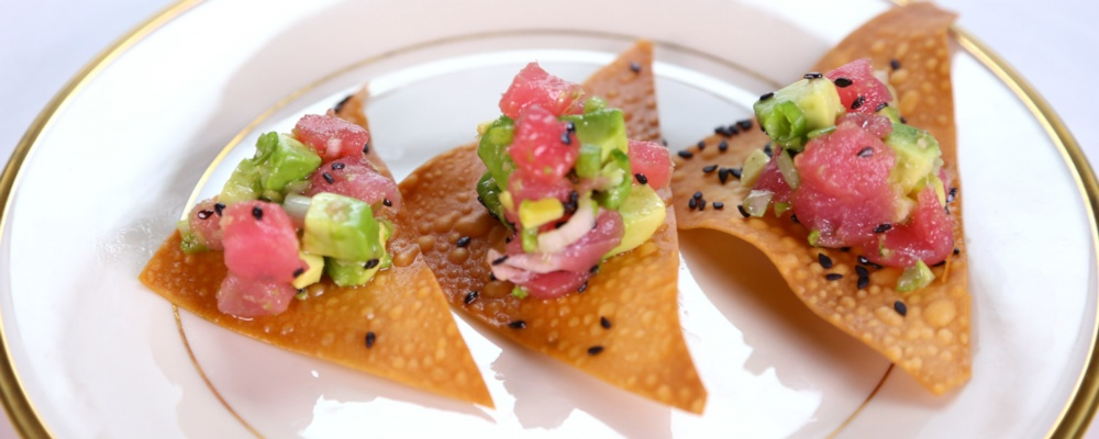 tuna tartare tuna tartare with avocado and crispy shallots tuna ...