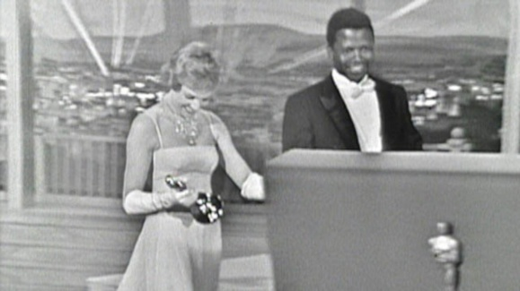 Julie Andrews Wins Best Actress Oscar in 1965
