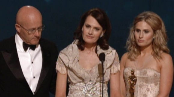 Heath Ledgers Family Accepts His Oscar for Best Supporting…
