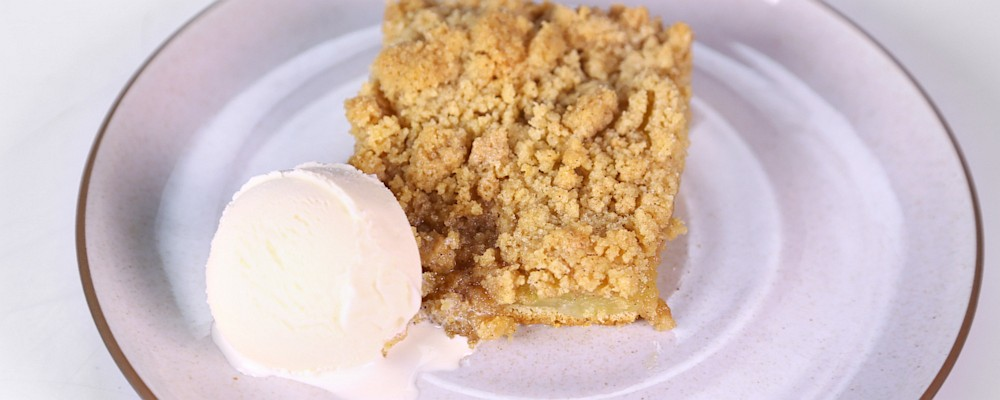 Jenny Gibbons\' Apple Crumble Cake