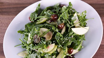 Arugula Salad with Apples and Grapes