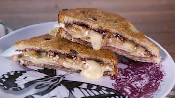 Grilled Brie with Apples & Jam