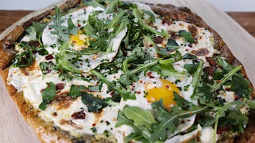 Sabrina\'s Grilled Breakfast Pizza