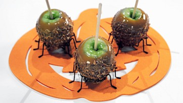 Cinnamon Sugar Caramel Apples