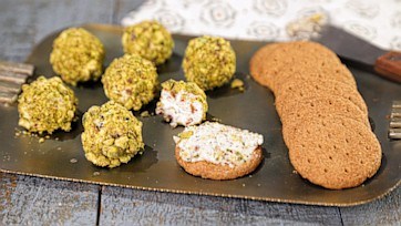 Mini Pistachio Cheese Balls