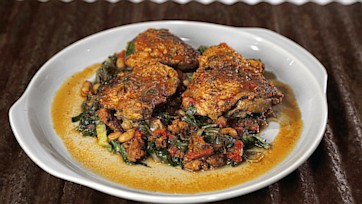 Pan Braised Chicken Thighs in Tomato Broth
