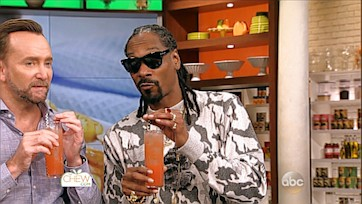 Snoop and Clinton Make a New Take on Gin \'n Juice