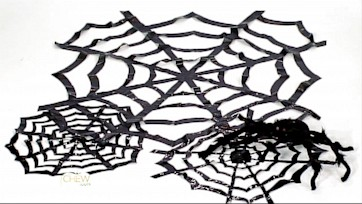 Halloween Decorations: DIY Cobwebs Craft